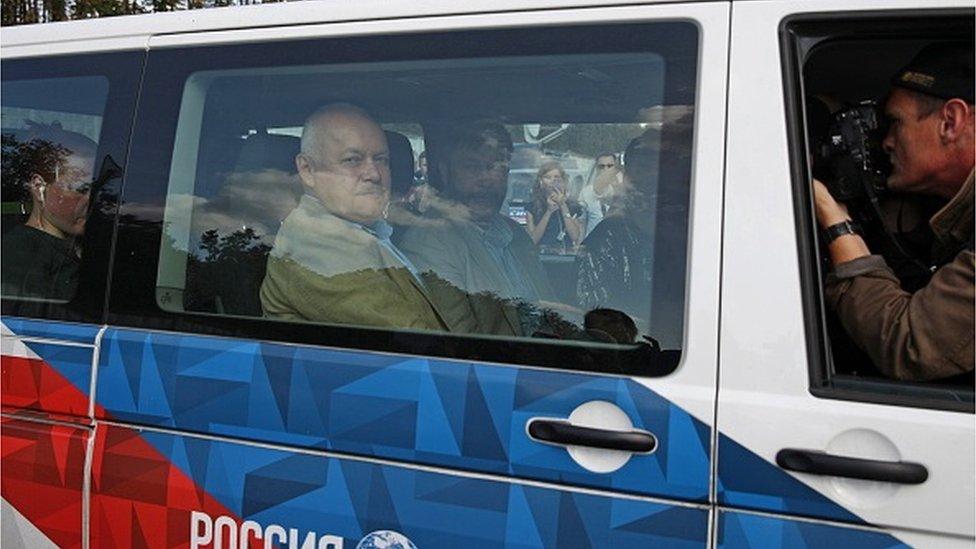Із переданих Москві засуджених та затриманих окремо зустрічали лише керівника