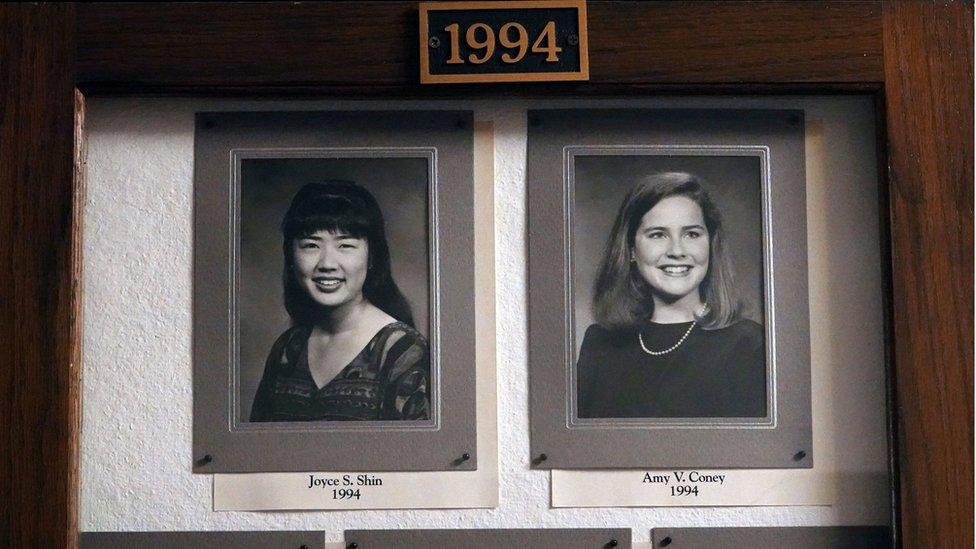 田納西州孟菲斯羅德學院名人堂懸掛的最高法院提名人艾米·科尼·巴雷特(Amy Coney Barrett)的照片