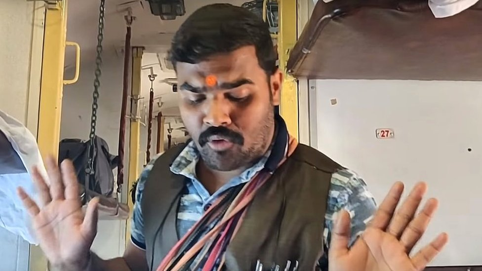 मोदी-राहुल का मज़ाक़ उड़ाने के लिए हुई ट्रेन में खिलौने बेचने वाले अवधेश दुबे की गिरफ़्तारी?