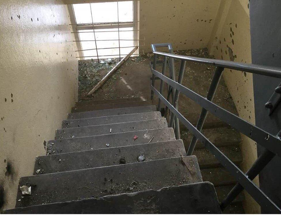 Estado de la escalera de emergencia tras el ataque de los talibanes.