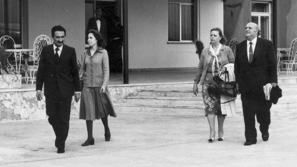 12 Eylül 1980 darbesi günü, Bülent Ecevit, Rahşan Ecevit, Nazmiye Demirel, Süleyman Demirel Etimesgut Havaalanı'nda.