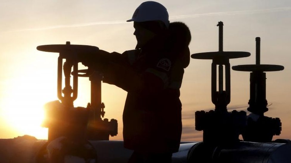 Oil exporters agree to extend output curbs