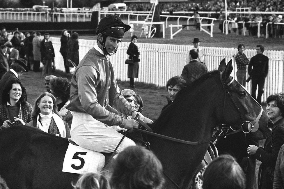 Čarls nakon konjičke trke