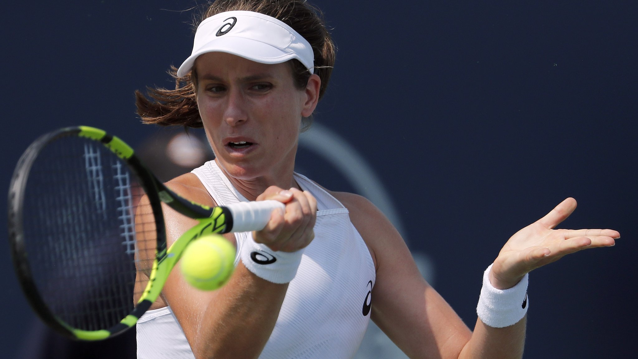 Johanna Konta wins in Connecticut Open first round against Laura Siegemund