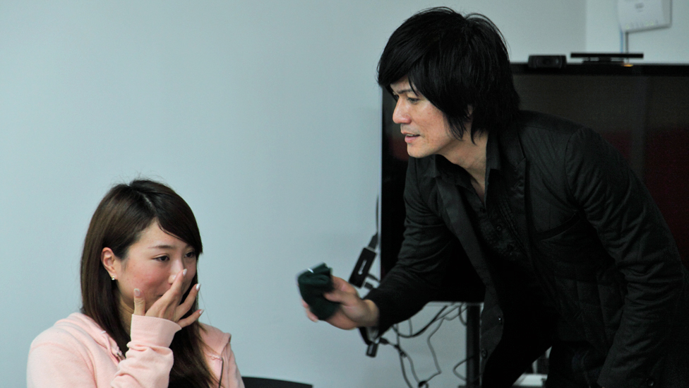 Ryusei and a weeping woman