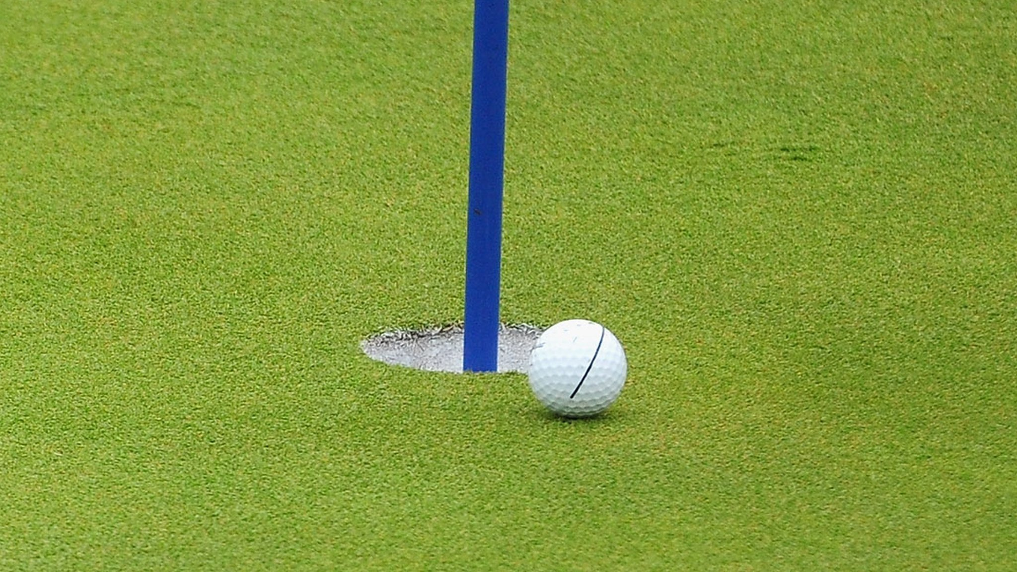 Golfer hits first hole-in-one aged 93 during last ever round