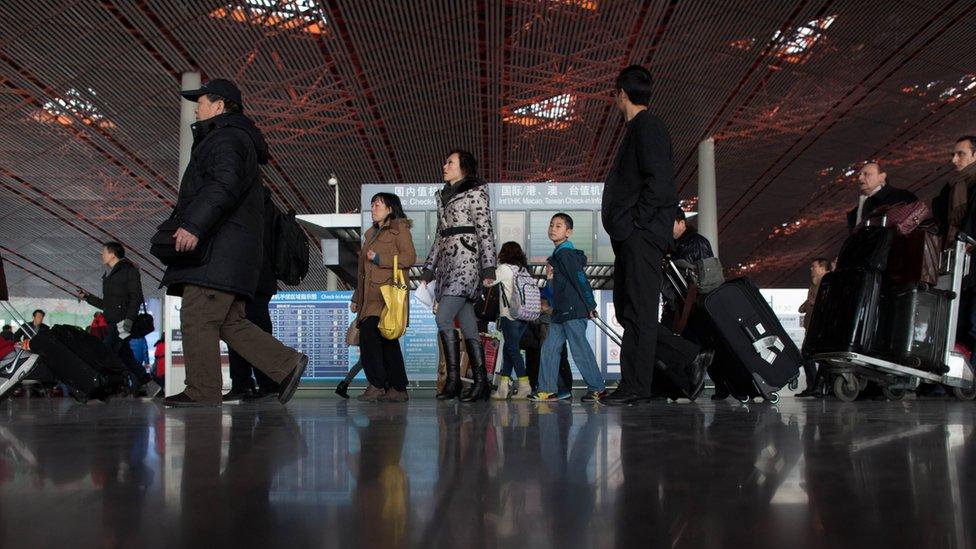 """代購是近年來在中國興起的一種""""職業"""",但它一直存在涉嫌偷逃稅甚至走私的爭議。"""