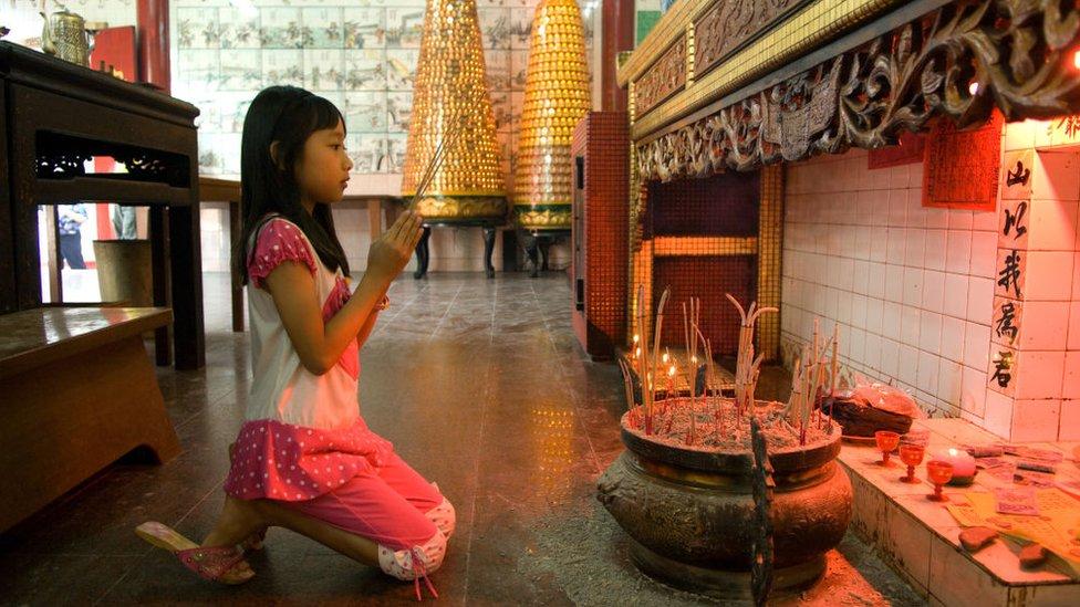 NO USAR, BBC Aunque la mayor parte de la población de Brunei es musulmana y de origen malayo, hay varias minorías importantes en el país, incluyendo uno de origen chino.