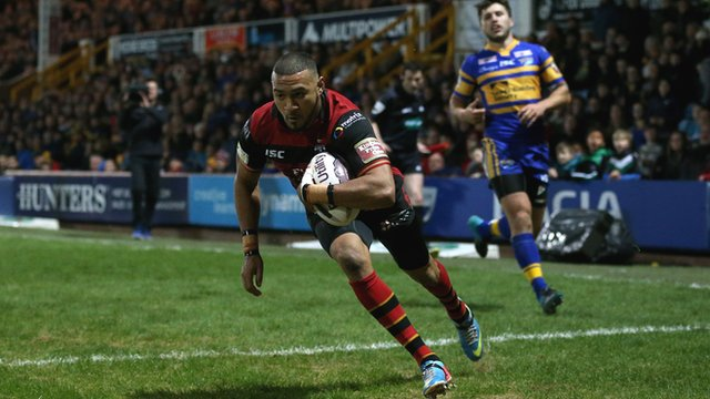 Warrington Wolves' Kevin Penny finishes off a great team move