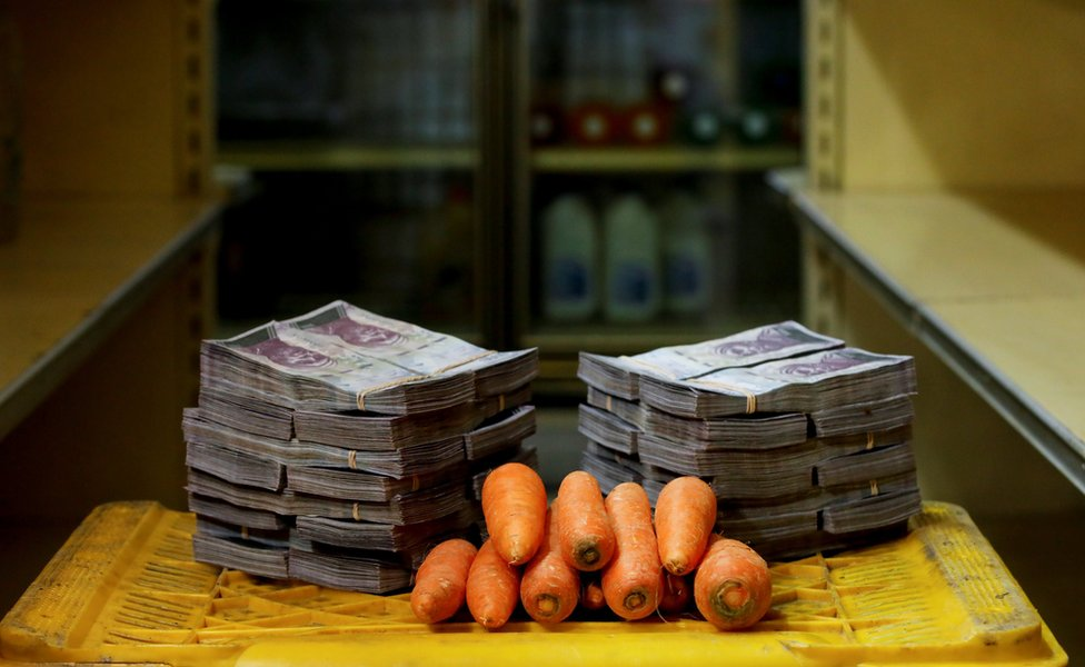 Carrots next to 3,000,000 bolivars