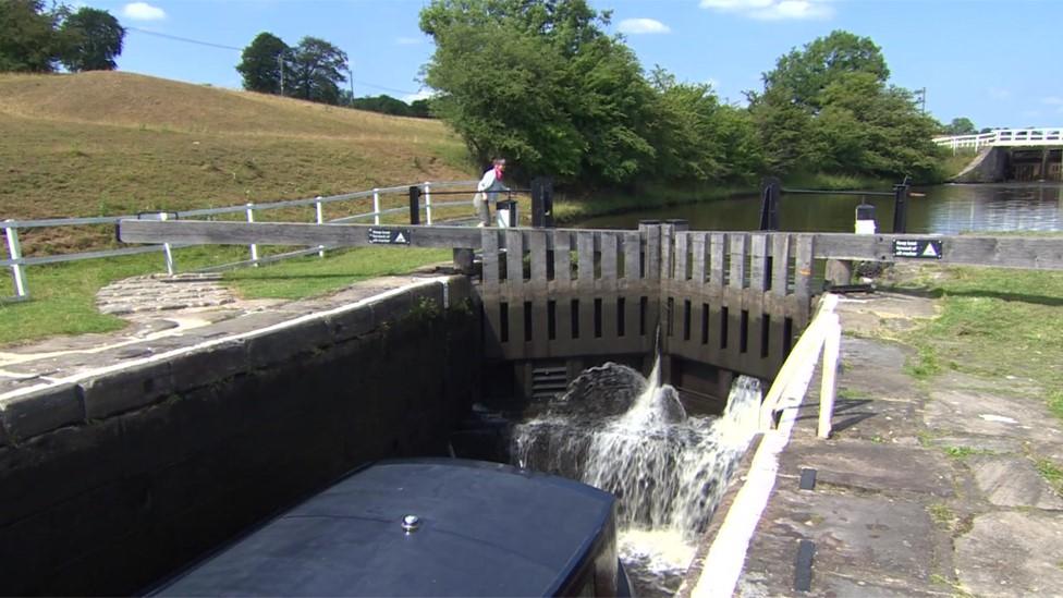 UK heatwave shuts part of Leeds & Liverpool canal