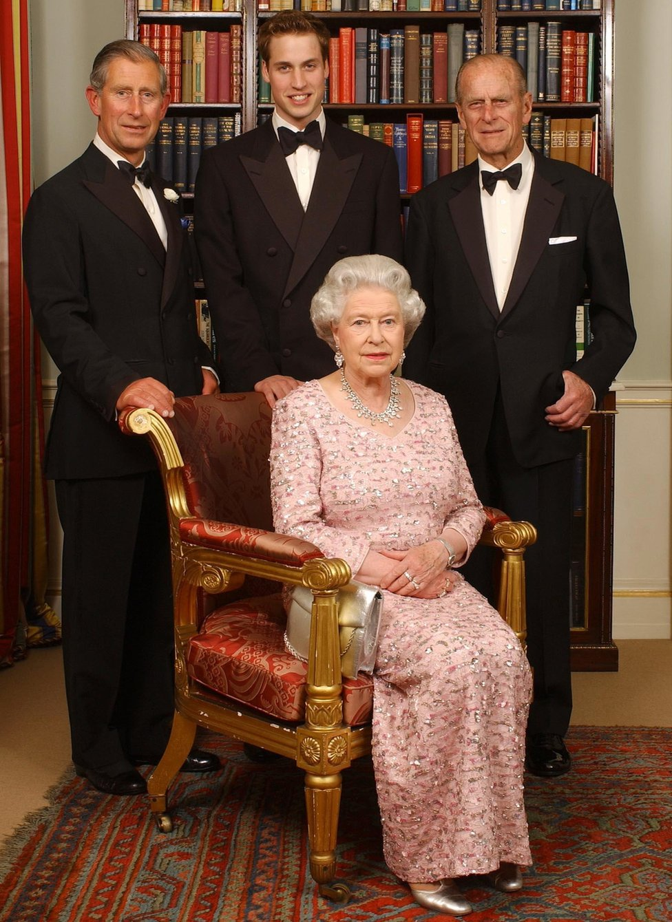 Elizabeta Druga sa suprugom Vojvodom od Edinburga, najstarijim sinom princom od Velsa i njegovim starijim sinom Vilijamom