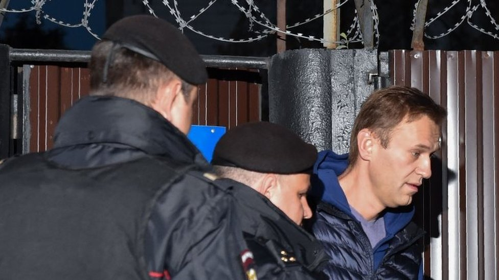 Russian police officers detain Alexei Navalny (right) outside a detention centre in Moscow. Photo: 24 September 2018