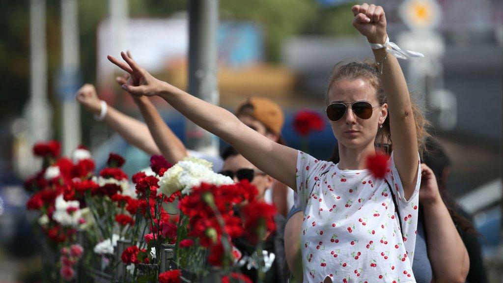 Дайджест: третья ночь протестов в Беларуси; Байден выбрал себе вице-президента