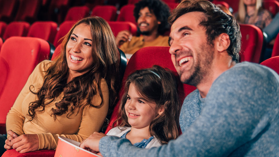 أسرة تشاهد فيلما