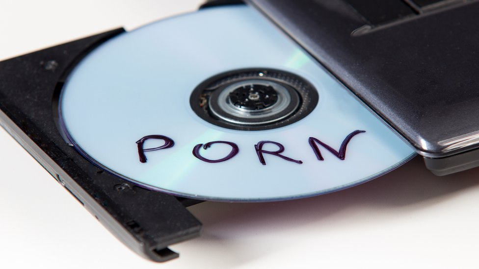 "CD con ""porno"""