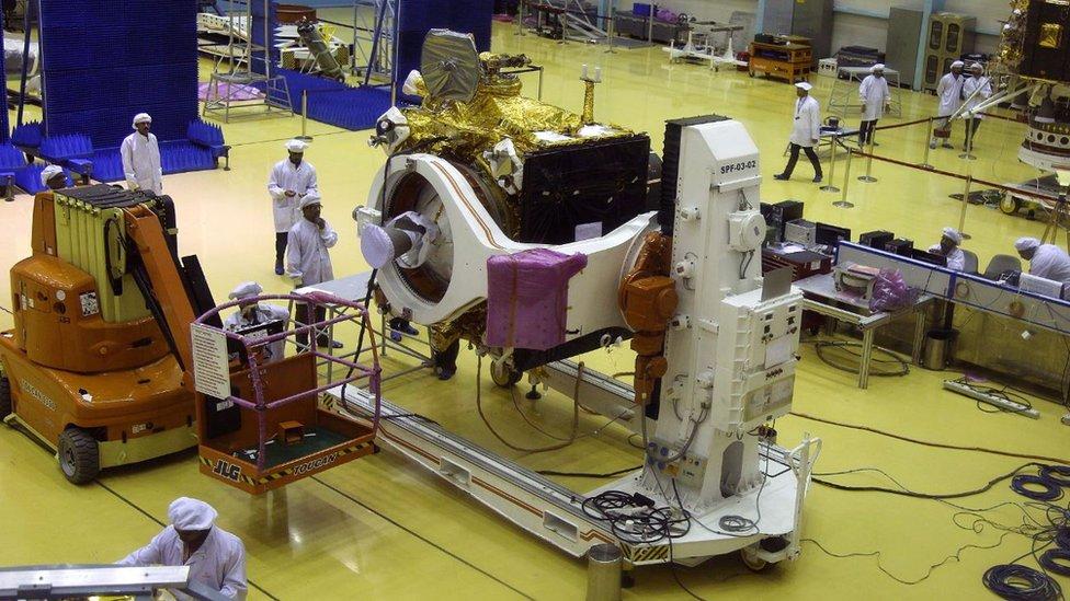 """علماء هنود يشتغلون على مركبة """"تشندريان-2"""""""