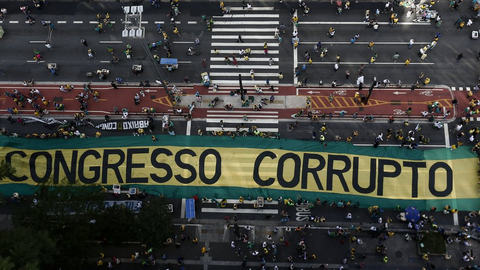 """""""Corrupt Congress"""": Operation Car Wash brought many supporters out on to the street in Sao Paulo"""