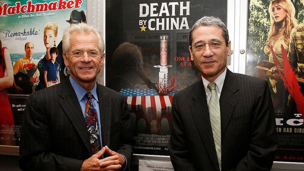 2012年,納瓦羅(左)參加《致命中國》在紐約的一場放映。