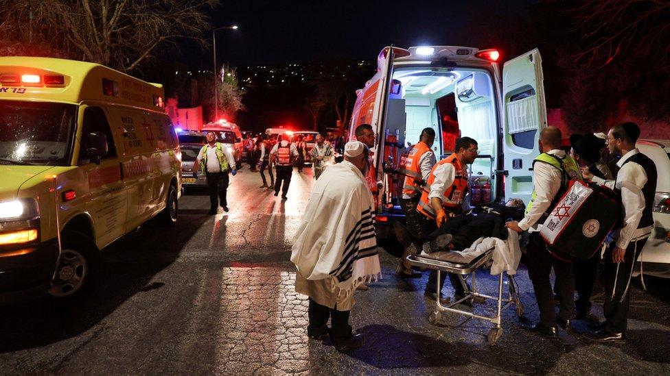 При обрушении трибуны синагоги в израильском поселении погибли два человека