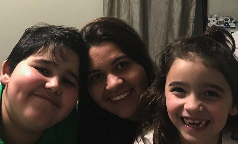 Lucimara com dois filhos