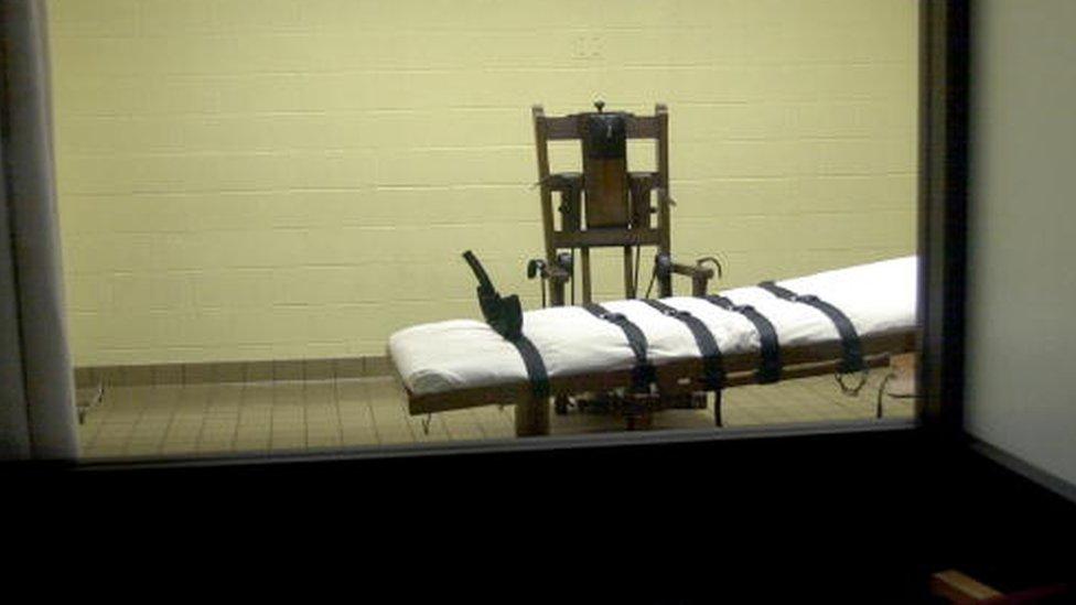 Vista de una cámara de ejecución desde el cuarto de testigos en el sur de Ohio.