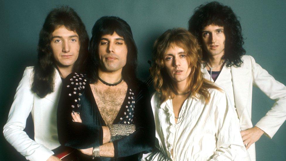 La banda Queen, (de izquierda a derecha) John Deacon, Freddie Mercury, Roger Taylor y Brian May. Probably en 1973.
