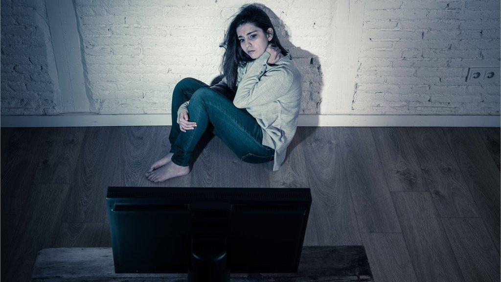 أغلب ضحايا العنف الإلكتروني نساء