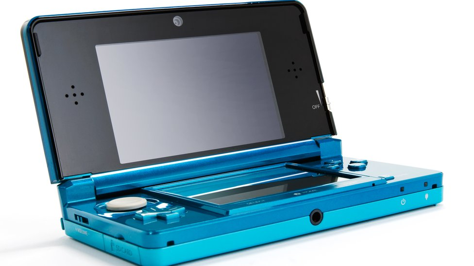A 3DS product shot