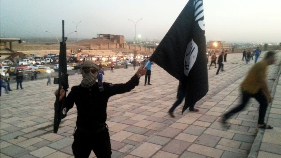 An IS fighter in Mosul (June 2014)