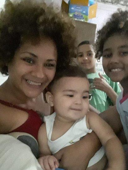 Tânia Taylor e sua família