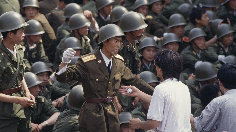 動用軍隊鎮壓人民訴求導致的天安門流血事件給中共帶來了空前的統治危機。