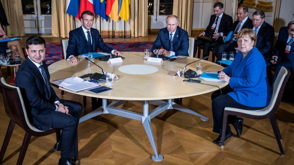 Volodymyr Zelensky, Emanuel Macron, Vladimir Putin y Angela Merkel.