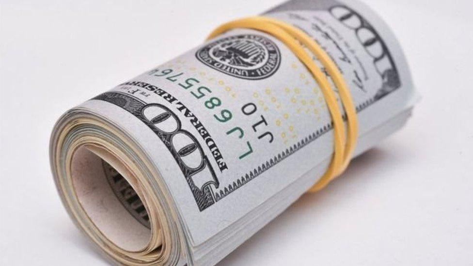 Гривня на міжбанку впала нижче 28 за долар