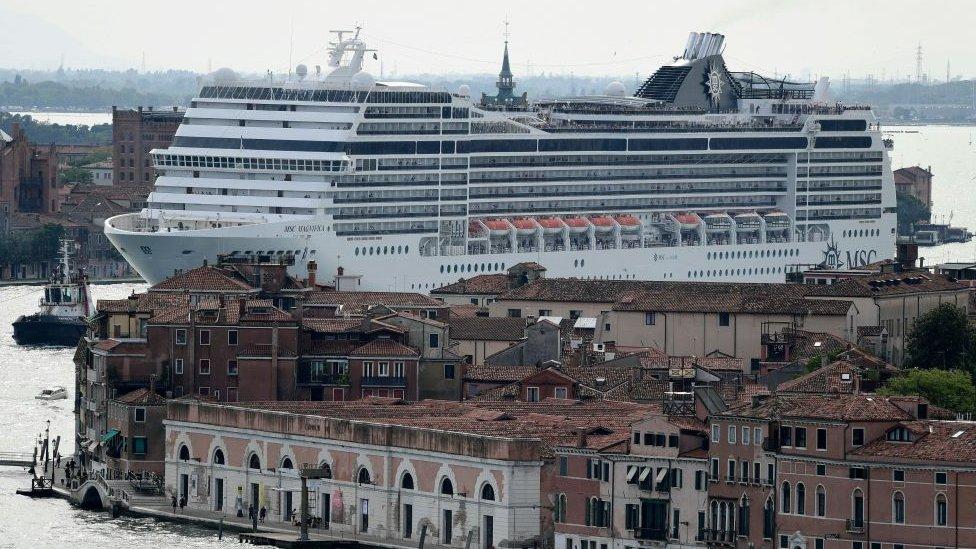 Venedik'te dev yolcu gemisi