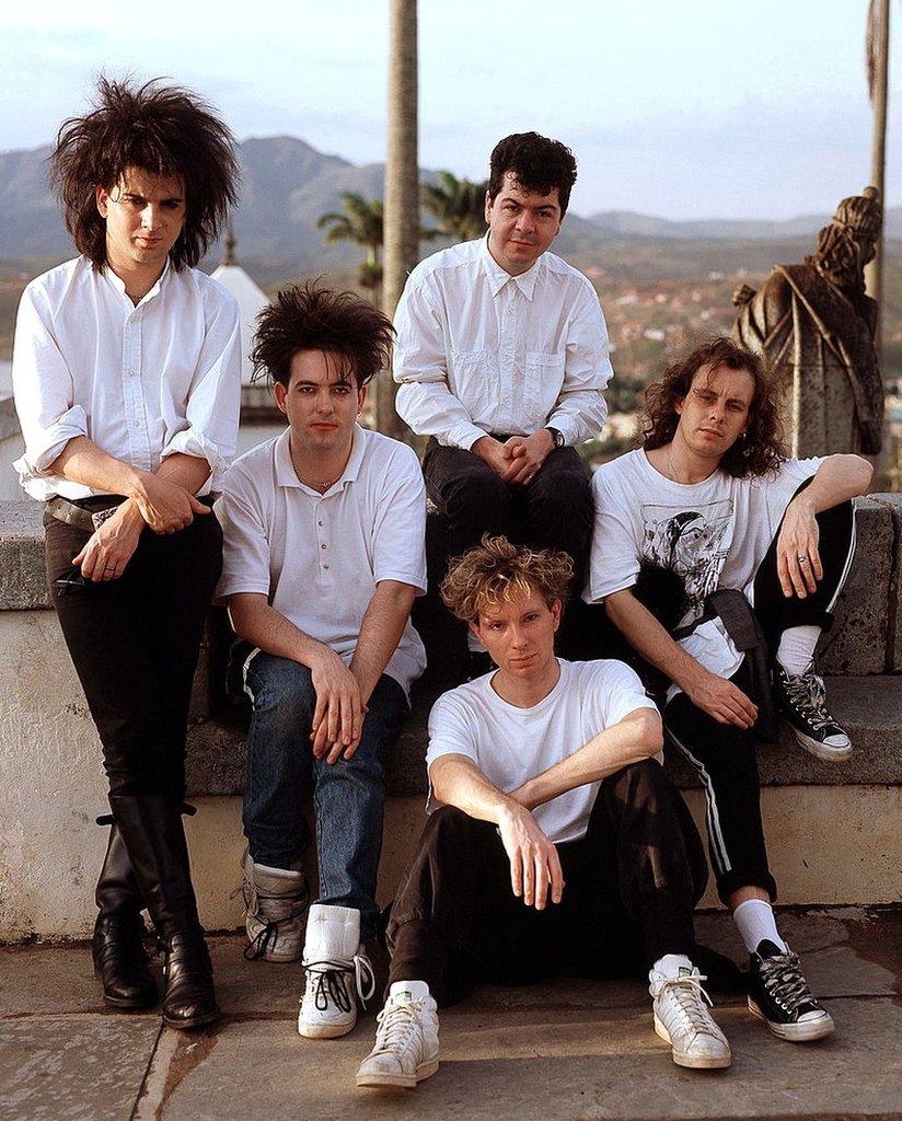 Simon Gallup, Robert Smith, Robert Smith, Boris Williams, Lol Tolhurst y Porl Thompson en Brasil, marzo de 1987.