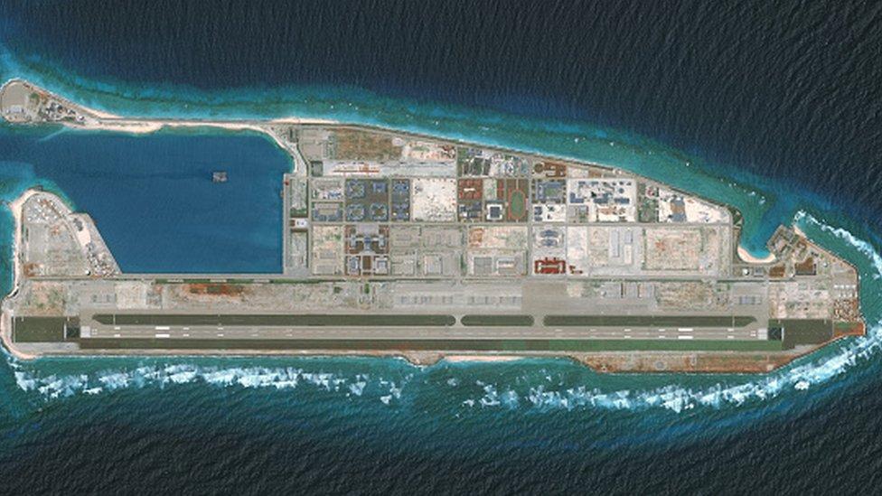 衛星圖片顯示已填海成島的南海南沙群島永暑礁(越南稱:長沙群島十字石)(15/8/2018)