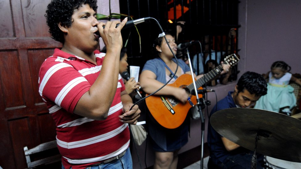 Nicaragüenses cantando