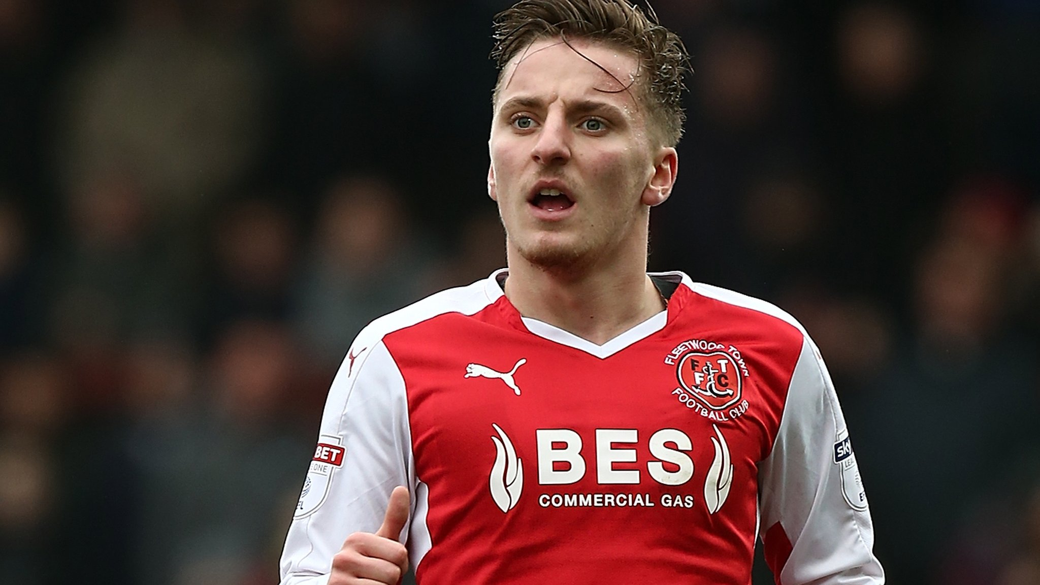 George Glendon: Carlisle United sign Fleetwood Town midfielder