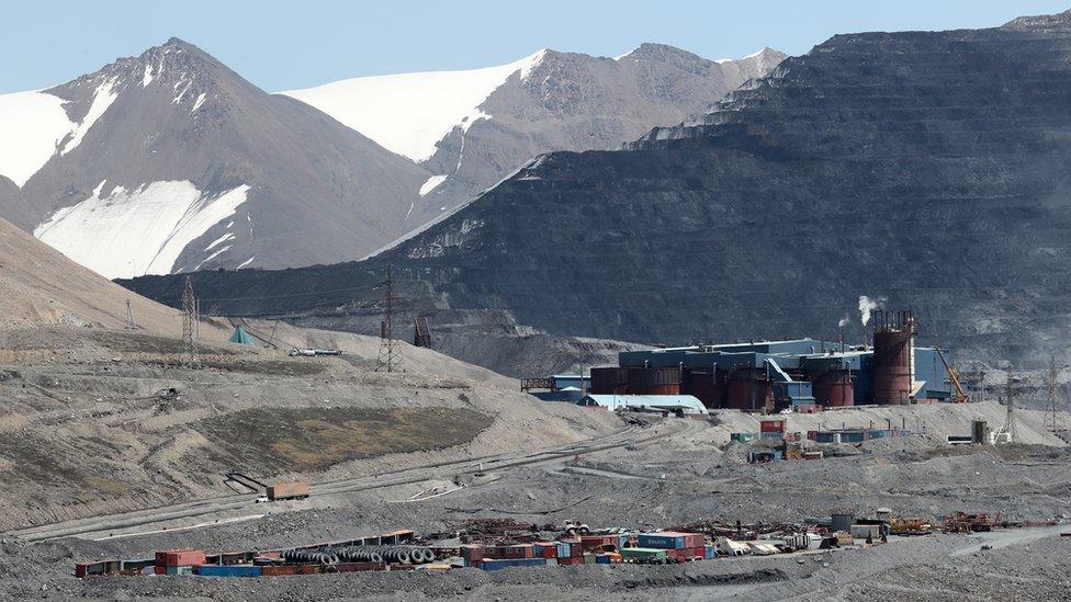 Рудник раздора: как киргизские власти и канадская компания не могут поделить золото