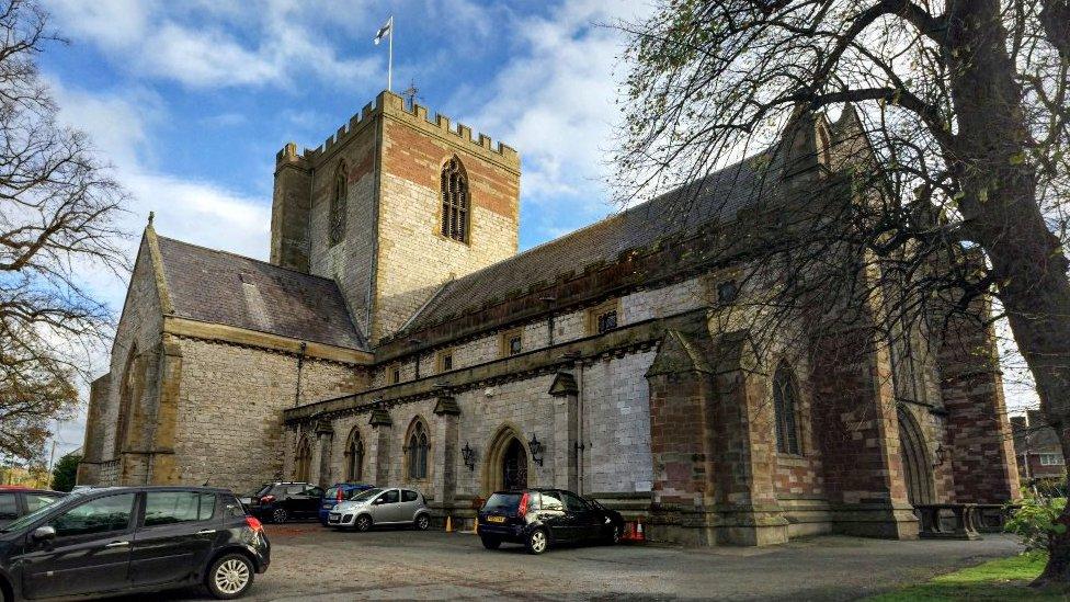 Eglwys Gadeiriol Llanelwy