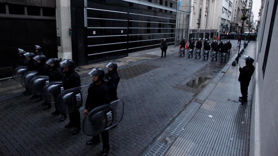Algunos creen que la reforma de Macri busca dar apoyo militar a las fuerzas de seguridad en labores de control social.