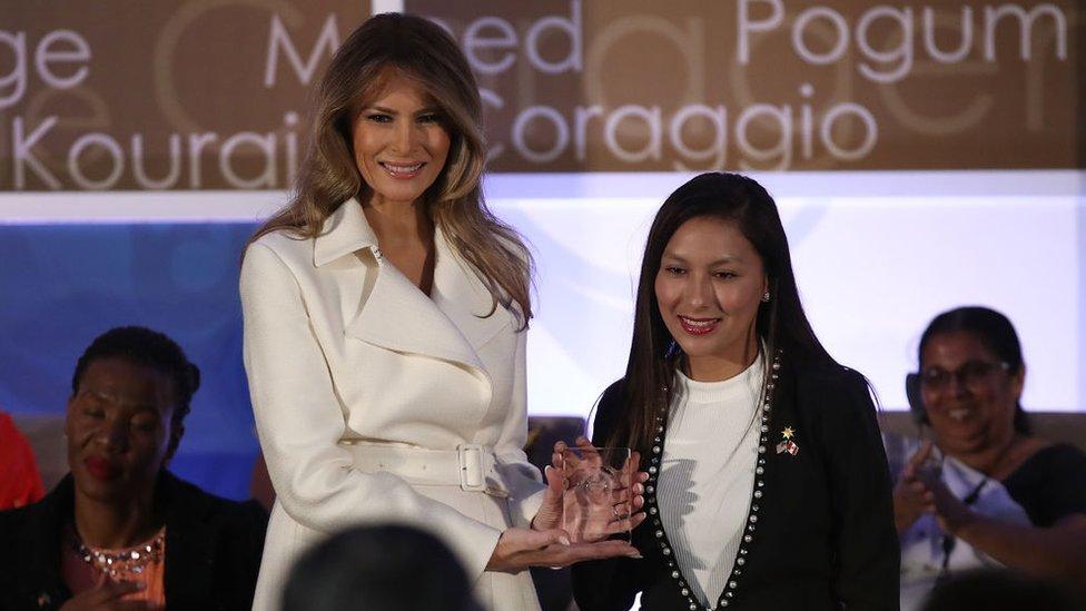 Melania Trump junto a Arlette Contreras