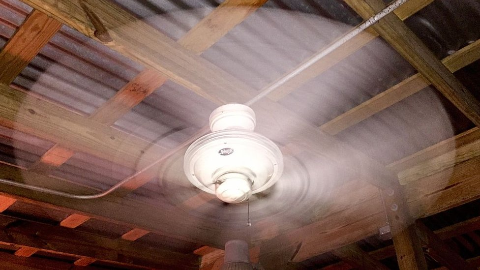 El ventilador ayudará a refrescar el ambiente si no hay mucho calor.