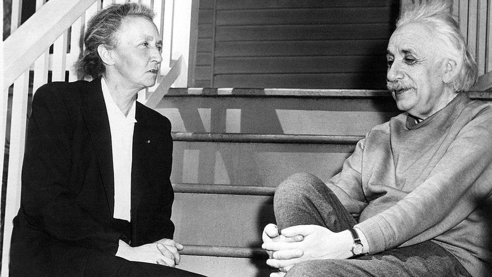 Irene Curie y Albert Einstein