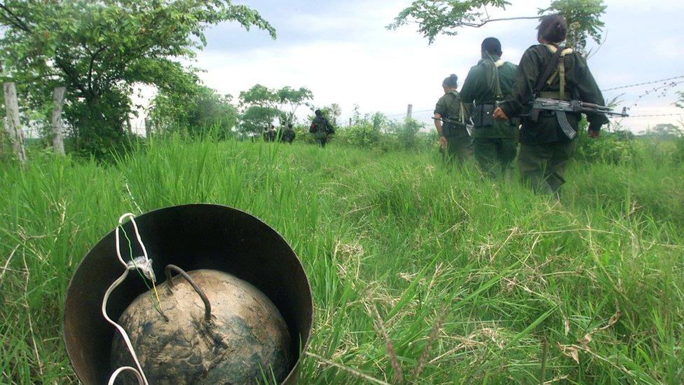 Explosivo casero, encontrado por soldados a su paso. Foto de 2002.