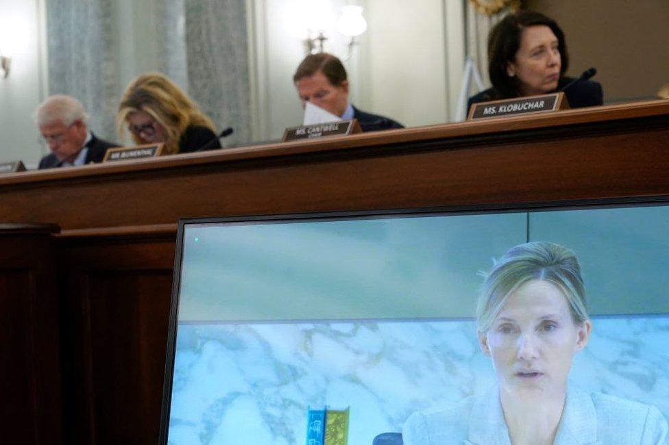 Antigone Davis, la directora global de seguridad de Facebook, testifica de forma remota durante una audiencia en el Subcomité de Protección al Consumidor, Seguridad de Productos y de Datos del Senado de Estados Unidos el 30 de septiembre de 2021.