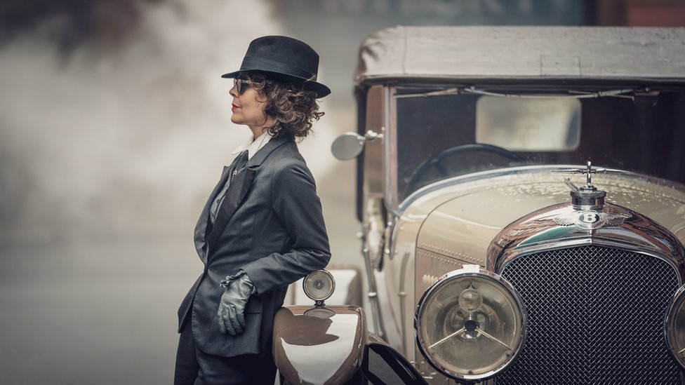 Polly Gray played by HELEN McCRORY standing by a car