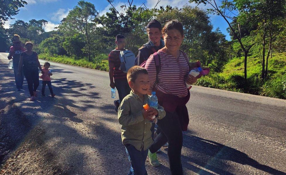 Migrantes caminando