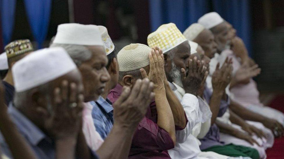 श्रीलंका में मस्जिद में सुनाए जाने वाले उपदेश की कॉपी सरकार को देनी होगीः पांच बड़ी ख़बरें